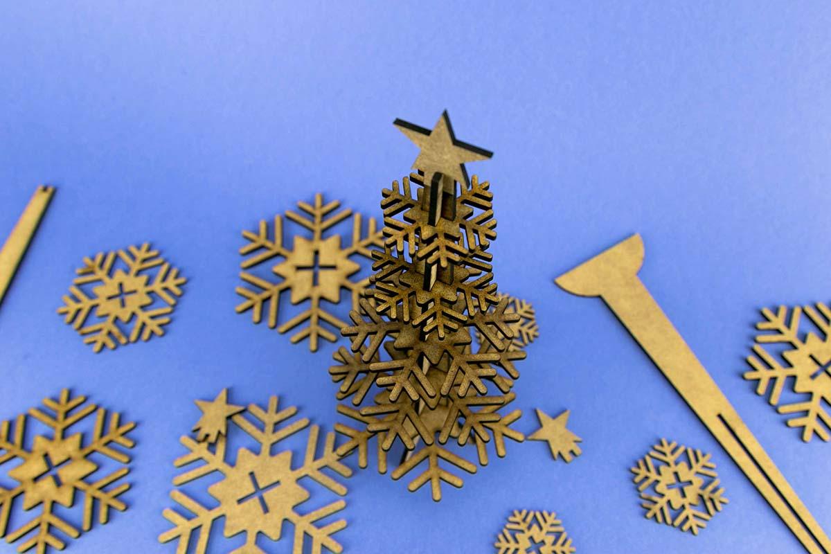 Felicitación de Navidad en DM cortado a láser 01