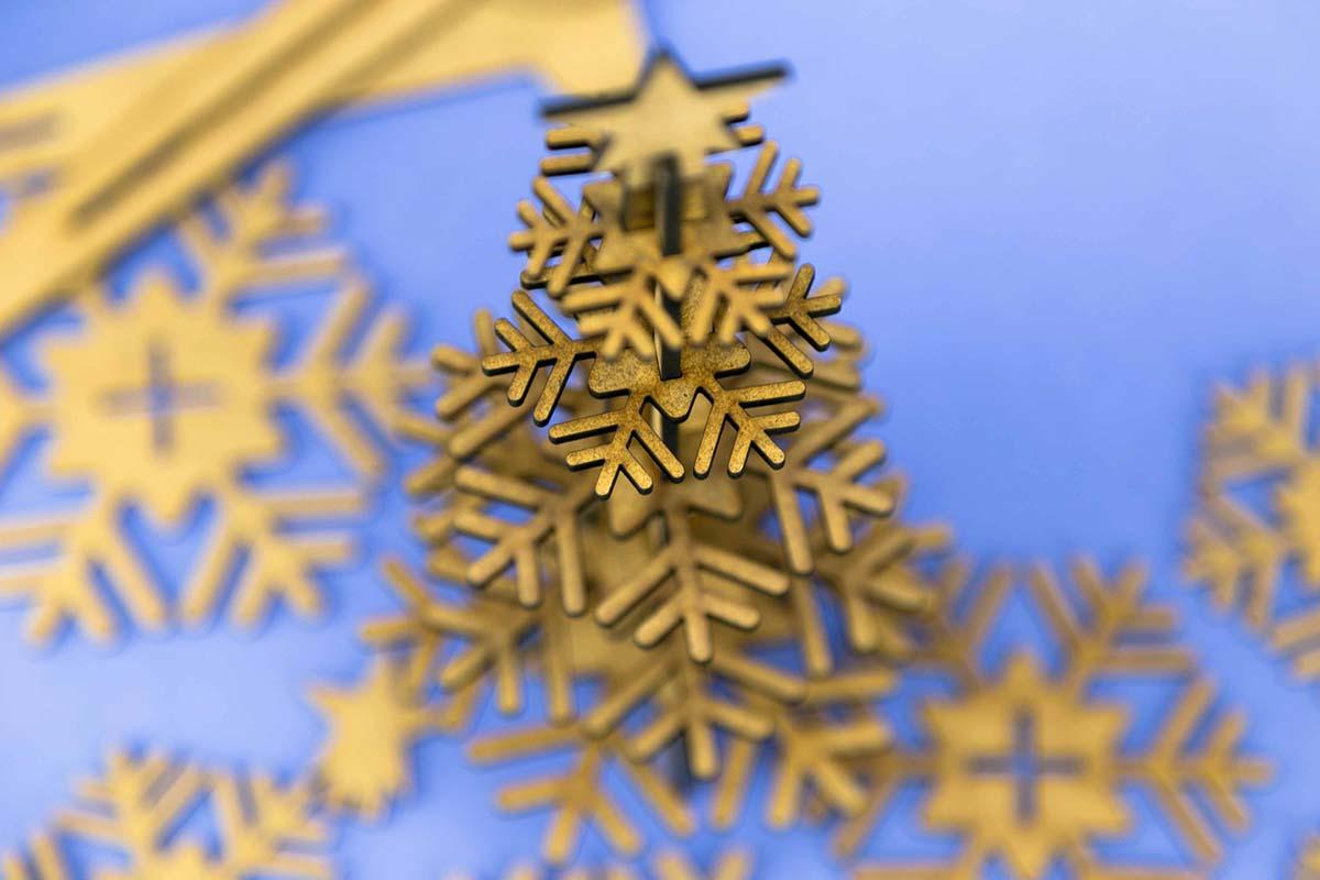 Felicitación de Navidad en DM cortado a láser 09